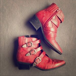 Rustic red ankle boots ❤️